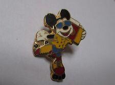 Pin's Disney / Mickey (roller et radio) EGF signé Disney