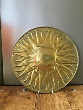LARGE MID CENTURY SUNBURST HAMMERED BRASS CHARGER WALL PLATE PLAQUE DECORATION