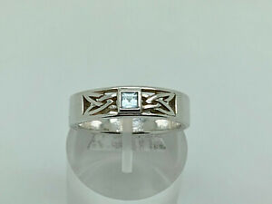 Gorgeous Vintage Sterling Silver Blue Topaz Celtic Knot Band Ring Size R