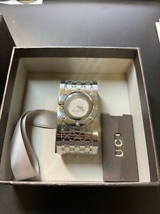 Gucci Twirl Collection 23mm Stainless Steel Bangle Bracelet Ladies Watch