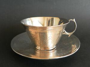 tasse à thé en argent massif minerve XIXeme aux armes beau décor giolloché 156gr