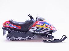 LOT 13952   Schneemobil Snowmobil rot Modellauto 1:18 Geschenk Skifahrer NEU