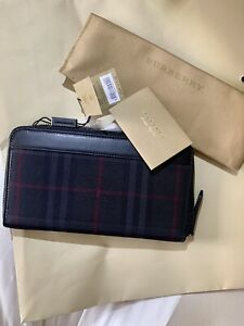 Burberry Renfrew Horseferry britcheck Zip-around Leather/Nylon wallet 100% Auth