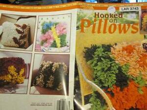 Hooked On Pillows Craft Booklet-10 Designs, Leisure Arts, Paperback, 2004