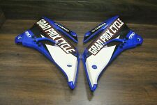 2007 07-09 YZ250F YZ450F LEFT RIGHT SIDE PLATE SHROUD RADIATOR COVER FUEL TANK