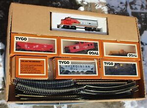 Vintage Tyco Electric Train Ready-to-Run set c. 1974-75 New in Box Tested