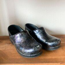 Dansko Size 39 Black Patent Leather Metallic Swirl Comfort Clogs Women's