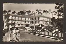 HOSSEGOR (40) PEUGEOT 203 à HOTEL MERCEDES animé en1958