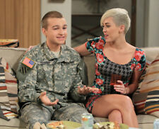 Two and a Half Men UNSIGNED photograph - M105 - Angus T. Jones and Miley Cyrus