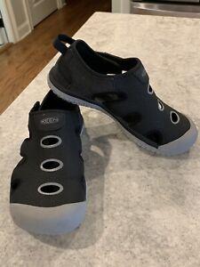 KEEN Big Boy's Stingray Sandals Size 4 US - 36EU - Black/Gray