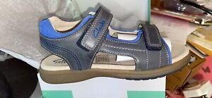 Clarks Premium Leather Sandals Size 35E BNIB