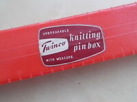 VINTAGE TWINCO UNBREAKABLE PLASTIC KNITTING NEEDLE BOX CASE WITH CONTENTS