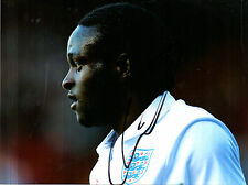 VICTOR MOSES IN ENGLAND STRIP HAND SIGNED COLOUR PHOTOGRAPH 8 x 6