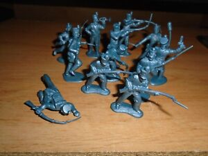 12 CLASSIC TOY MEXICAN SOLDIERS  ALAMO PLAY SET