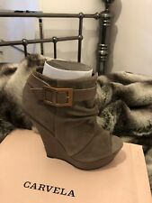 Carvela wedge (sombre) size 4 in taupe