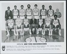 1975/76 NEW YORK KNICKERBOCKERS TEAM PHOTO (PHIL JACKSON) *204
