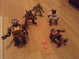 collection of teenage mutant ninja turtles figures