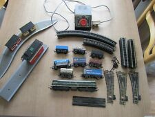 TRI-ANG HORNBY R.357 D5572 AND 8 MIXED ROLLING STOCK TRACK CONTROLLER +PLATFORM