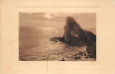 rocher au bord de la mer