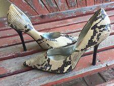 *beiGe BLacK SNaKeSKiN 7.5 Pointy Toe CARRIE Stiletto Heel PUMP GuESS 2-tone