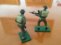 16)...  2 Figures.   Blue box Metal... 1/32 World War Two Soldiers ..  set of 2