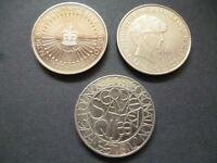 A PACK OF THREE £5 COINS DATED 1993, 1999, 2003 SET OF THREE FIVE POUNDS COINS.
