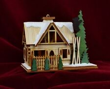 GINGER COTTAGES SANTA'S SKI LODGE CHRISTMAS ORNAMENT MADE IN USA GC126