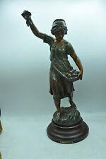 Grande statue Cueillette de pommes par FERVILLE -SUAN collection régule