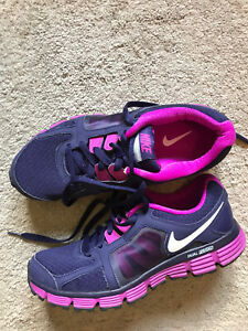 EUC Women's Purple & Pink NIKE Running Shoes Size 9.5 DUAL FUSION ST2