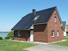 """Ferienhaus """"Kati"""" mit Sauna direkt am See"""