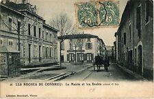 CPA   Les Roches de Condrieu : La Mairie et les Ecoles (450902)