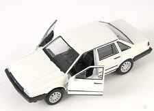 BLITZ VERSAND VW Santana 1986 creme-weiss Welly Modell Auto 1:34-39 NEU & OVP