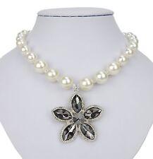 Perlenkette weiß mit gr. Blume Ella Jonte Kette Halskette Collier Hochzeit new