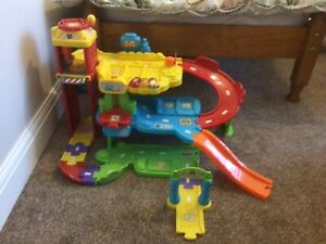 TOOT TOOT DRIVERS GARAGE SET WITH VEHICLE