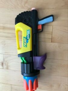 SuperMaxx 3000 air pressure gun (darts not included) Yellow color Nerf official