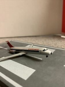 GJ LE 400 scale diecast model NWA DC-9-30 Commercial Airliner