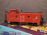 HO SCALE ATHEARN NEW HAVEN 717 CABOOSE O/B