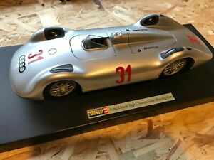 REVELL 1/18 - AUTO UNION TYP C STROMLINIE RACING CAR with display stand