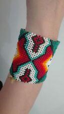 Artigianato indigeno: bracciale di miçangas.
