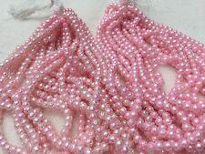 740 perles rondes sur fils, effet glacé, en plastique rose pâle. Années 60/70.