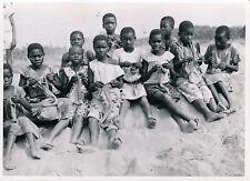 MOYEN-CONGO c. 1950 - Fillettes tricotant des Bas Brazzaville - P 1687
