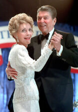 Ronald Reagan and Nancy Reagan UNSIGNED photo - K3018