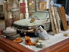 Tatra 613 Bj.1976 - Oldtimer Scheunenfund Diorama im Maßstab 1:43
