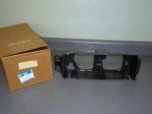 New NOS OEM GM RH Headlight Bracket 16507770 1993-1996 Oldsmobile Cutlass Ciera