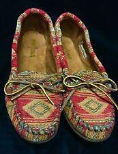 Minnetonka Mocassins Women's Slip On Flats Sz 8 Shoe Mocs Printed Fabric