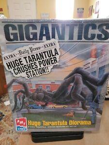 AMT Ertl Gigantics Huge Tarantula Diorama Model Kit #8391 1996 SEALED