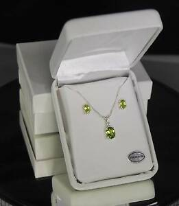 Peridot - 2.30 cts - Oval Pendant / Necklace and Earrings Set - Sterling Silver