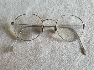 Cutler & Gross silver round glasses frames.