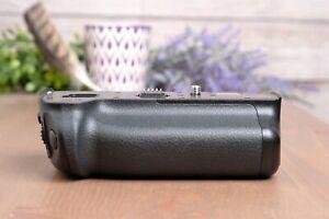 Official Panasonic LUMIX GH5 Battery Grip / Vertical Grip, Black (DMW-BGGH5)