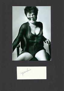 Yoko Ono - original Signierung mit schönem Foto TOP